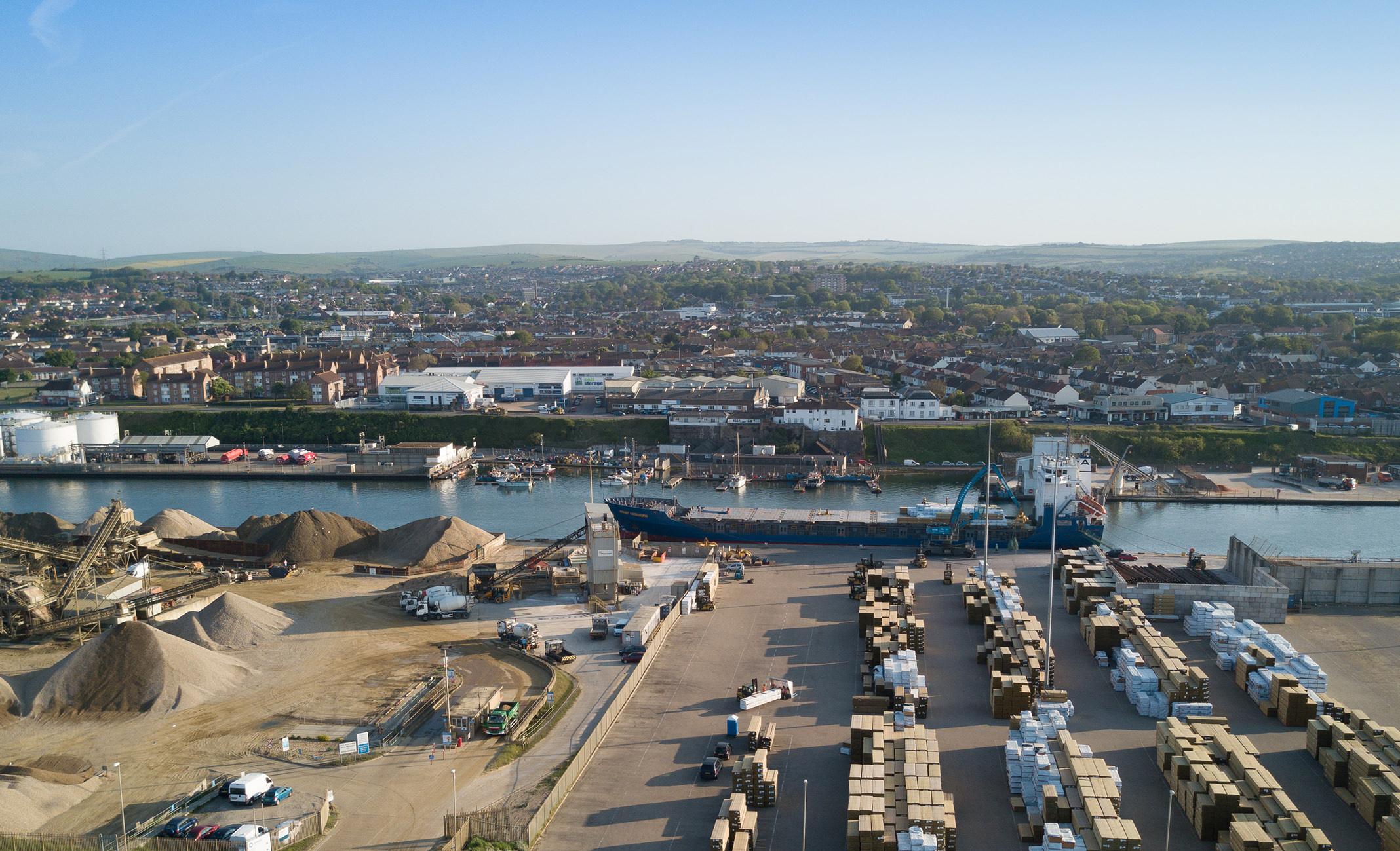 Shoreham Harbour, port